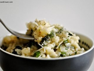 A rich and creamy risotto made with plenty of fresh basil, thyme, oregano, parsley and chives. Made solely in the microwave, it's a comforting vegetarian meal for 1.